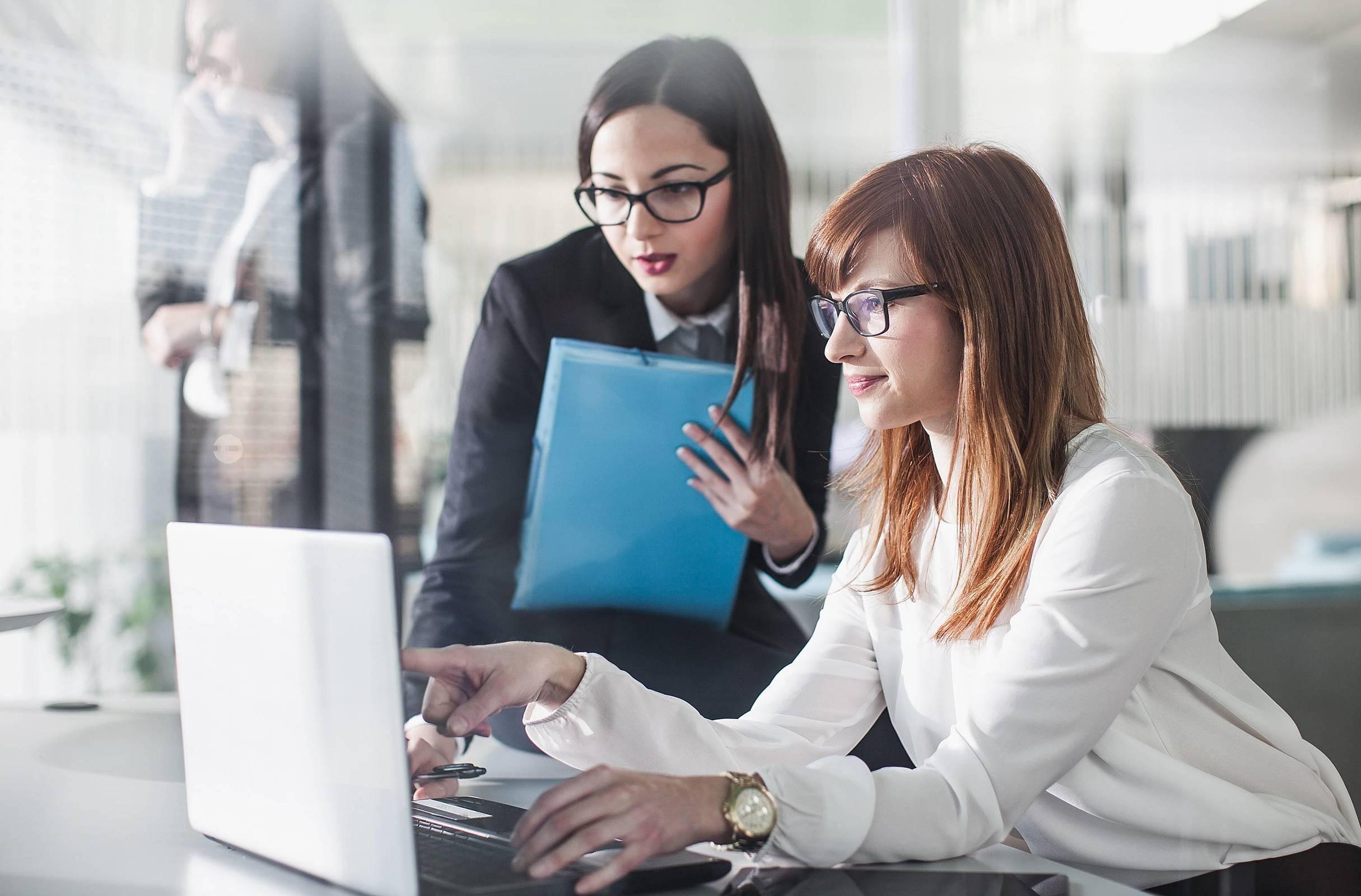 3 razões para trocar controles manuais por um software de gestão